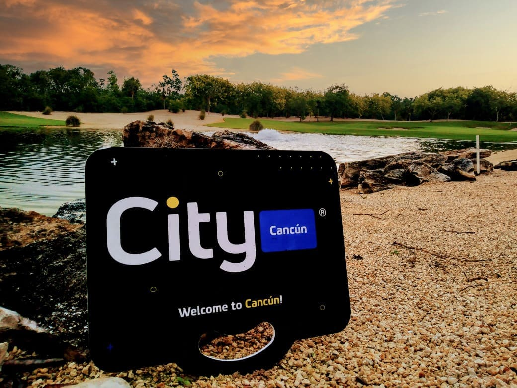 Logotipo de City Car Rental en el campo de golf